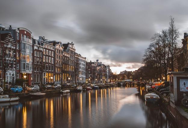 Waarom is vastgoed zo duur in Amsterdam?